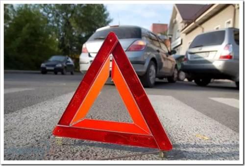За сколько метров ставится знак аварийной остановки?