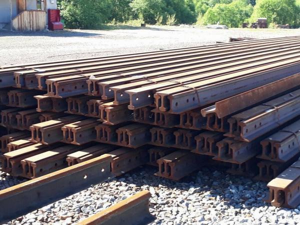 Как эффективно продавать оборудование и услуги с помощью железнодорожных досок объявлений?