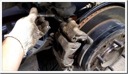 Как поменять тормозные колодки Тойота Прадо 150